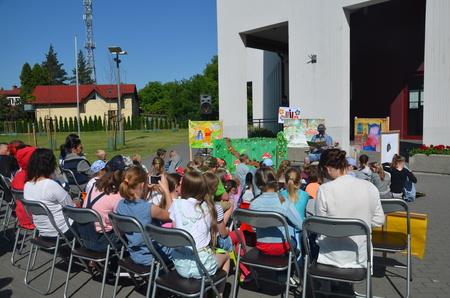 CZYTELNICZY HEPENING przed brzeską biblioteką!